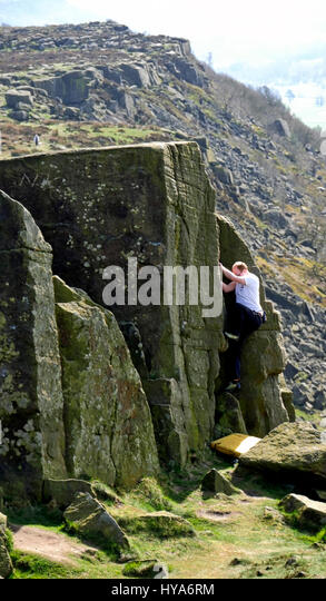 Curbar Edge, Peak District, Derbyshire, UK. 3rd April, 2017. UK Weather, rock climber bouldering at Curbar Edge - Stock Image