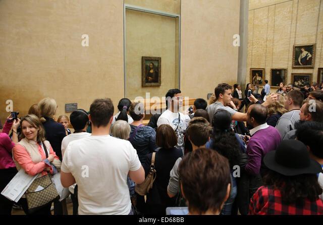 Mona Lisa Louvre museum crowd people tourists - Stock Image