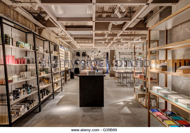 Beauty and stationary area. Harvey Nichols Menswear, London, United Kingdom. Architect: Virgile+Partners , 2016. - Stock Image