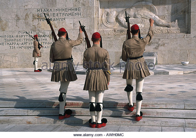 Greece, Athens, Plateia Syntagma, Tomb of the Unknown Soldier, Evzone Soldiers wearing traditional skirted uniforms - Stock Image