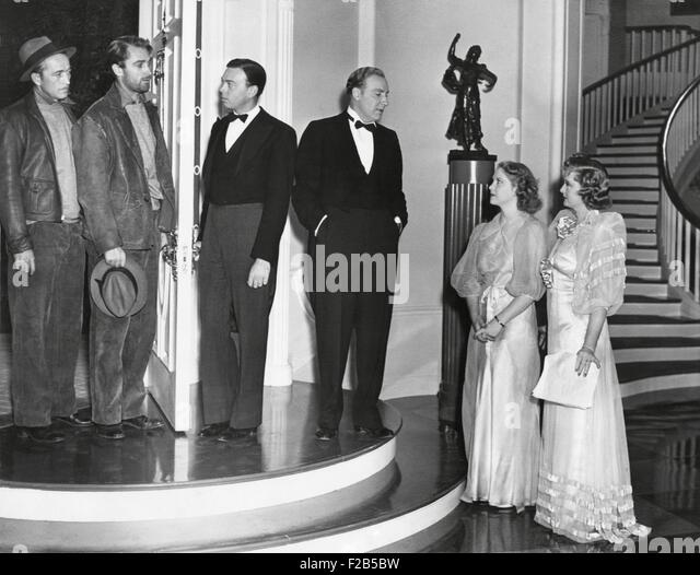 Three Hollywood actors with their Stand-Ins during the production of 'Merrily We Live'. Feb.10, 1938. L - Stock Image