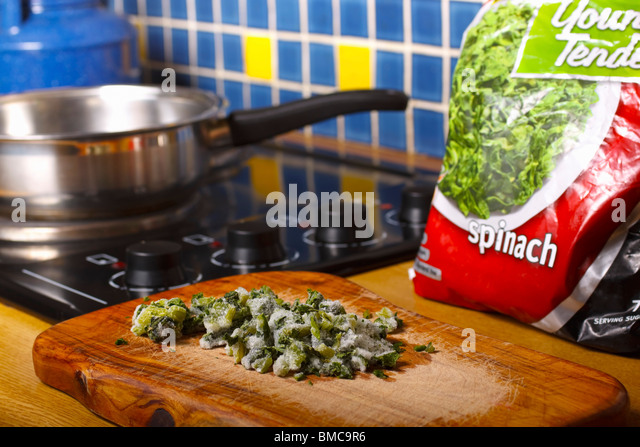 how to cook frozen spinach on the stove