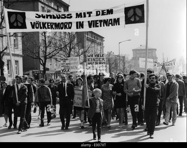 account of the protests against vietnam war in america More about the vietnam war and the protest against it essay the vietnam war: how america lost the war against communism essay 1094 words   5 pages.