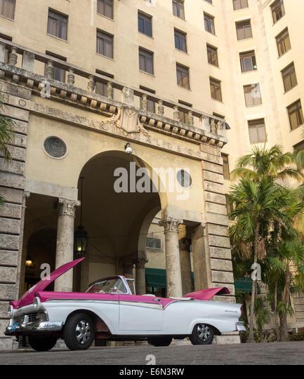old 1950s Ford Fairlane 600 car, Hotel Nacional de Cuba, Havana, Cuba - Stock Image