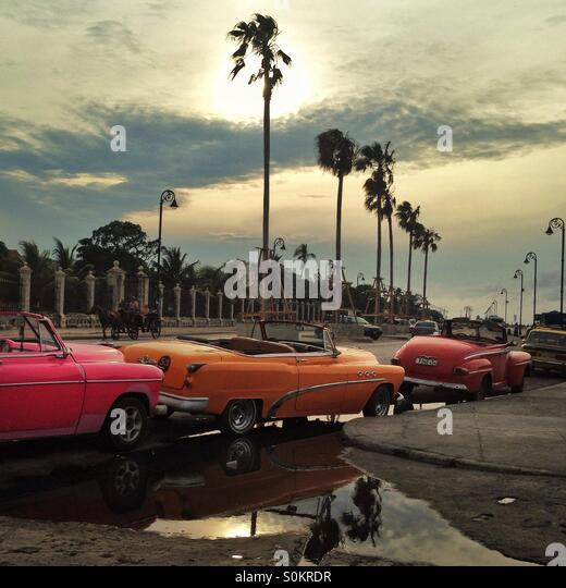 Classic cars lined up on the Malecon, Havana, Cuba - Stock Image