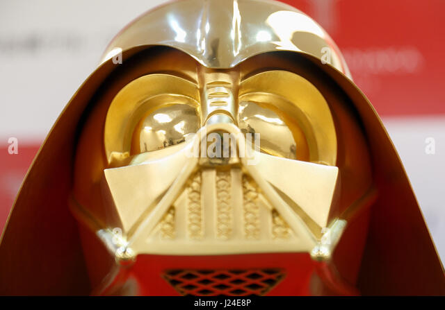 Tokyo, Japan. 25th Apr, 2017. A pure gold Darth Vader mask on display at the Ginza Tanaka jewelry store on April - Stock Image