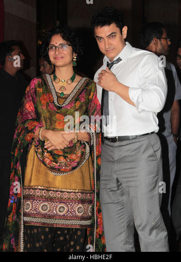 Bollywood actor Aamir Khan Kiran Rao arrive during the wedding reception party of Ritesh Deshmukh and Genelia D'Souza - Stock-Bilder
