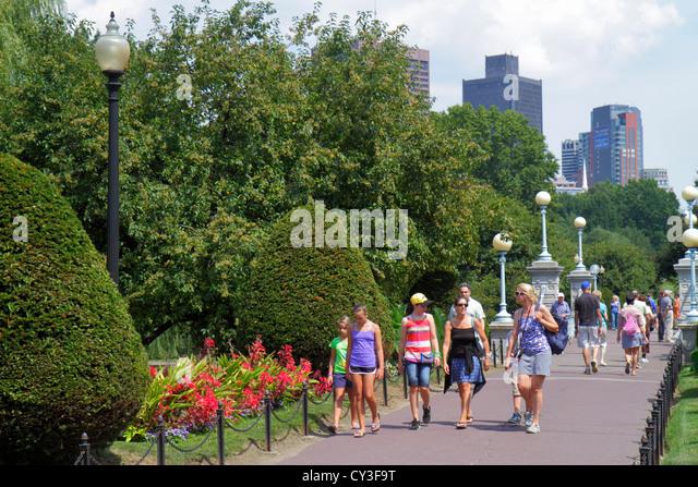Boston Massachusetts Boston Public Garden walking family - Stock Image