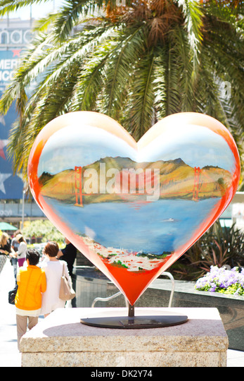 Heart-shape sculpture in sunny Union Square with palm tree, San Francisco, California, United States - Stock Image