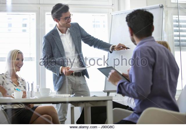 Businessman Stands At Flipchart Giving Presentation - Stock-Bilder