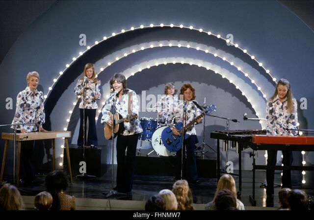 SHIRLEY JONES SUZANNE CROUGH DAVID CASSIDY BRIAN FORSTER DANNY BONADUCE & SUSAN DEY THE PARTRIDGE FAMILY (1970) - Stock Image