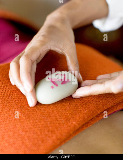 Woman Receiving Tibetan Massage at the Ananda Spa, Ananda in the Himalayas, Narendra Nagar, Tehri Garhwal, India. - Stock Image