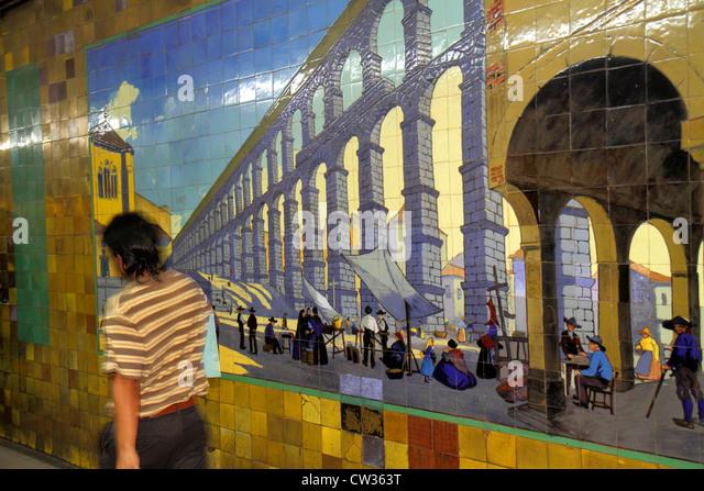 Argentina Buenos Aires Subte Estacion Avenida de Mayo public transport mass transit Hispanic man commuter tile mural - Stock Image