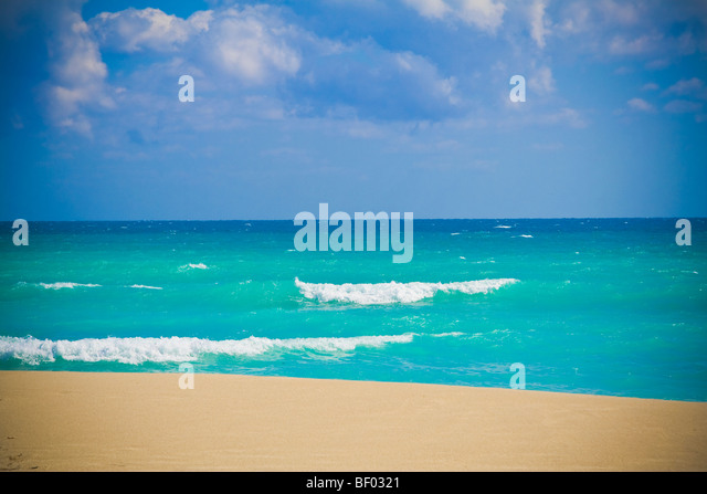 Stunning blue ocean at Miami beach. South beach, Miami, Florida, USA. - Stock Image