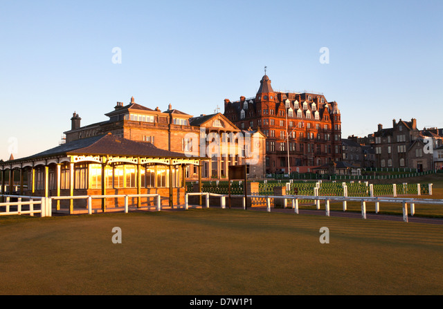 Caddie Pavilion and The Royal and Ancient Golf Club at the Old Course, St. Andrews, Fife, Scotland, United Kingdom - Stock Image