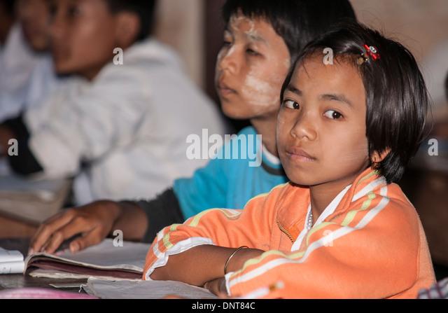 Asian children in class in a village school on November 3 2013, in Indien Village, Myanmar. - Stock-Bilder