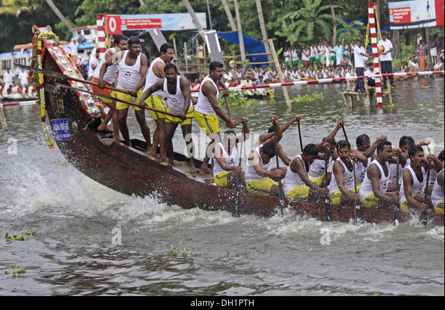 men rowing boat racing Punnamada Lake Alleppey Kerala India - Stock Image