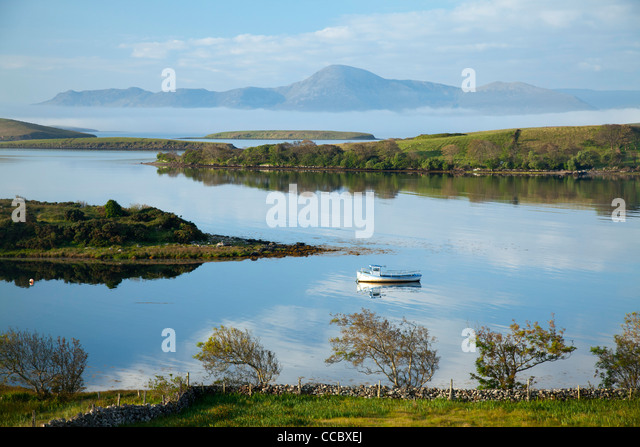 View across Clew Bay to Croagh Patrick, County Mayo, Ireland. - Stock-Bilder