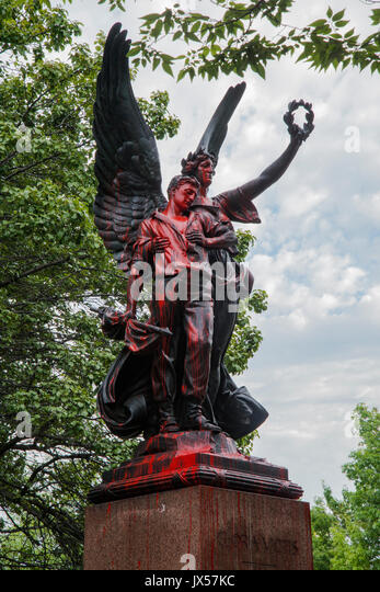 Baltimore, USA. 14th Aug, 2017. Confederate monument in Baltimore vandalized with red paint after anti white supremacy - Stock Image