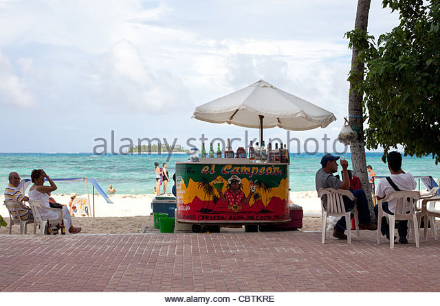 beach stand selling drinks, San Andres Island, Colombia - Stock Image
