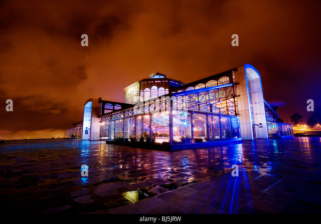 Itchimbia Crystal Palace at night in Quito, Ecuador. - Stock-Bilder