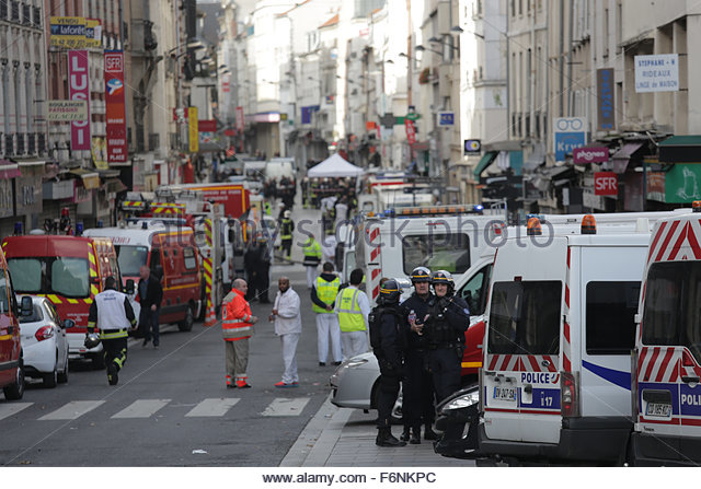 Saint-Denis, Paris, France. 18th Nov, 2015. Police, fire-fighters and ambulances are deployed in the city centre - Stock Image