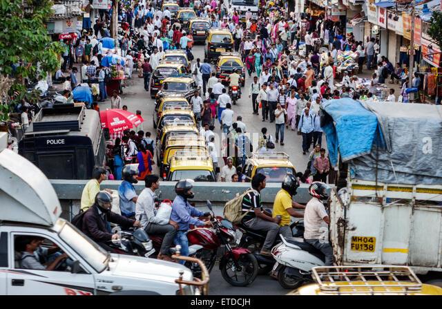 Mumbai India Indian Asian Dadar West rush hour commuters pedestrians street Kavi Keshavsut Flyover road highway - Stock Image
