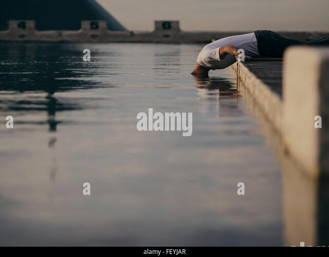 Man Putting His Head In Water - Stock-Bilder