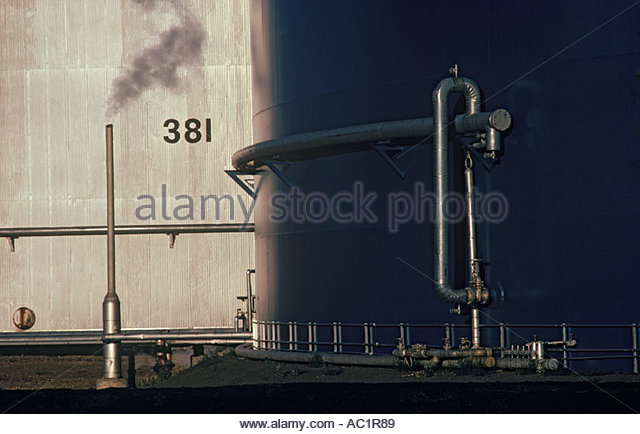 Oil storage tank at refinery in Edmonton Alberta Canada - Stock-Bilder