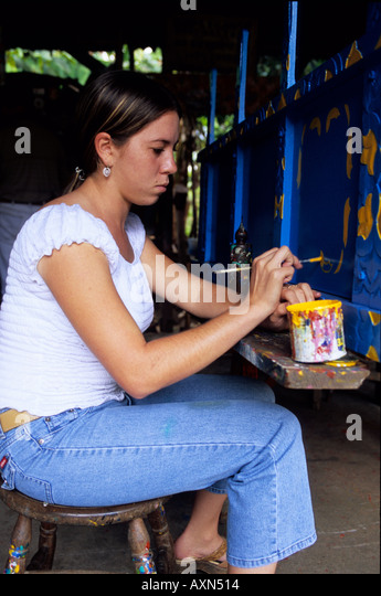 Sarchi, Costa Rica - Central America. Yoilin Jimenez painting a cart at the Fabrica de Carreta (cart factory) Alfaro - Stock-Bilder