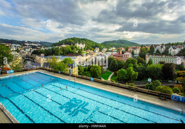 Karlovy Vary, Czech Republic - September 13, 2013: Outdoor swimming poll in the Thermal Hotel - Stock-Bilder