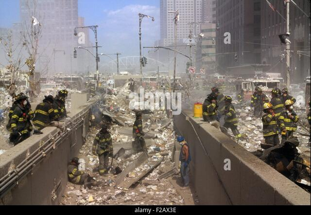 Fireman and other rescue workers on the northwest corner of the World Trade Center site. The view is to the north, - Stock-Bilder
