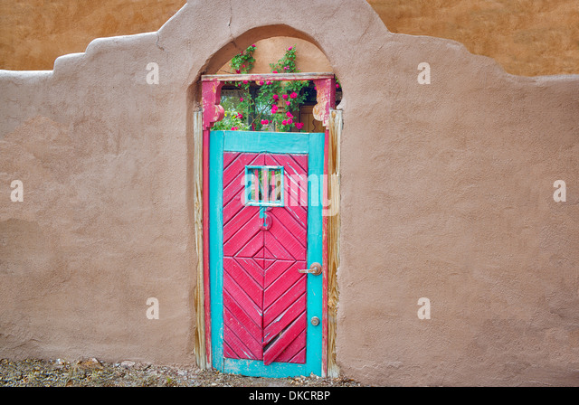 Red Historic door and adobe building near Santa Fe, New Mexico. - Stock Image