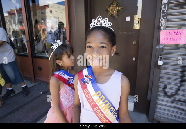 Official princesses at the 2010 Dominican Parade in Brooklyn, NY. - Stock-Bilder