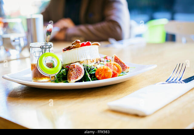 Shrimp salad with figs and dip in restaurant - Stock Image