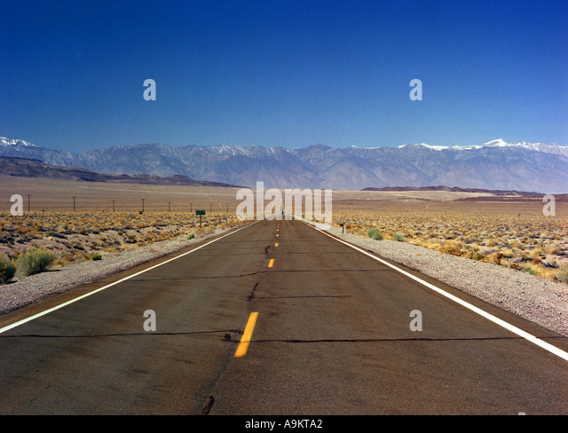 Desert road from Death Valley to Yosemite California - Stock Image