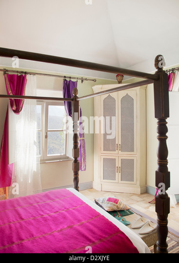 Four poster bed stock photos four poster bed stock images alamy - Bedspreads for four poster beds ...