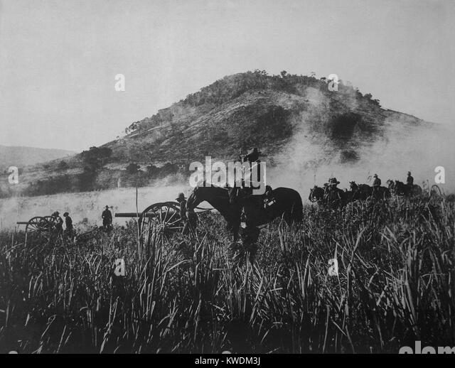 US artillery, shelling at Coamo, on August 9, 1898, while advancing into Puerto Rican interior. The American invaders - Stock Image