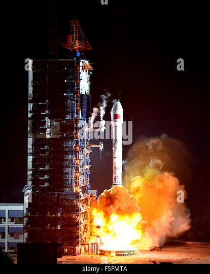 """Xichang, China's Sichuan Province. 4th Nov, 2015. A Long March-3B carrier rocket carrying """"Zhongxing-2C"""" - Stock Image"""