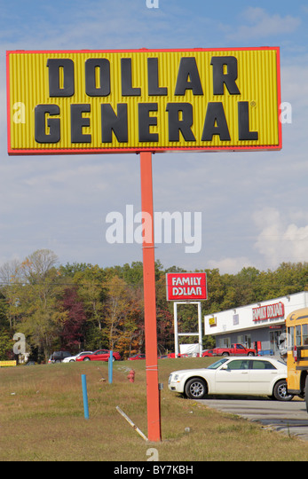 Tennessee Sparta Dollar General variety store chain business strip mall sign signage bargain cheap sign signage - Stock Image