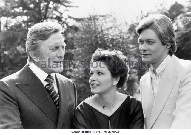 File photo dated 14/06/77 of (left to right) Kirk Douglas, Agostina Belli and Simon Ward during the filming of Holocaust - Stock Image