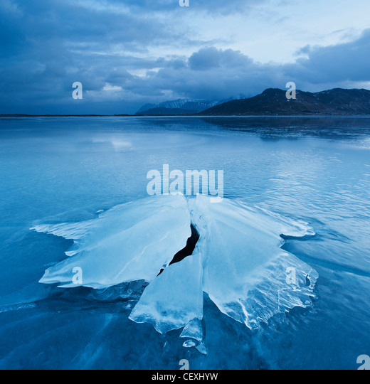 Ice formation of frozen coast of Ytterpollen, Lofoten Islands, Norway - Stock-Bilder