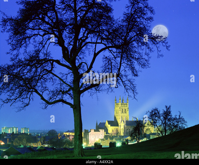 GB - WORCESTERSHIRE: Historic Worcester Cathedral by night - Stock Image