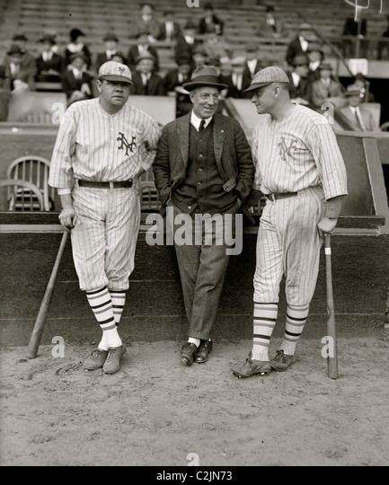 Babe Ruth & Jack Bentley in Giants uniforms for exhibition game; Jack Dunn in middle (baseball)] - Stock Image
