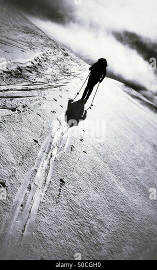 A lonely cross-country skier skiing over Hardangervidda, Norway. - Stock Image