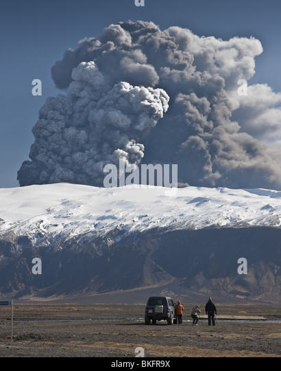 People viewing volcanic ash cloud from Eyjafjalljokull Eruption, Iceland - Stock Image