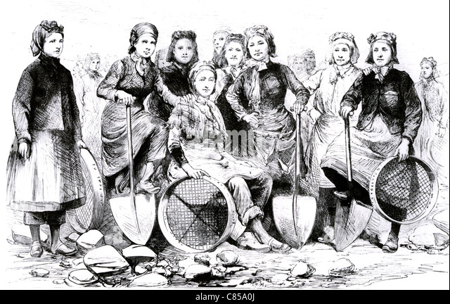 PIT-BROW WOMEN 1887. Lancashire workers employed to seive the small amounts of coal found in the debris brought - Stock-Bilder