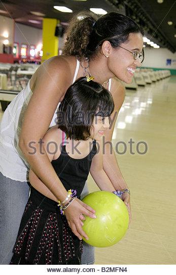Indiana Valparaiso Inman's Fun and Party Center bowling lane Hispanic woman girl mother daughter teach ten-pin - Stock Image