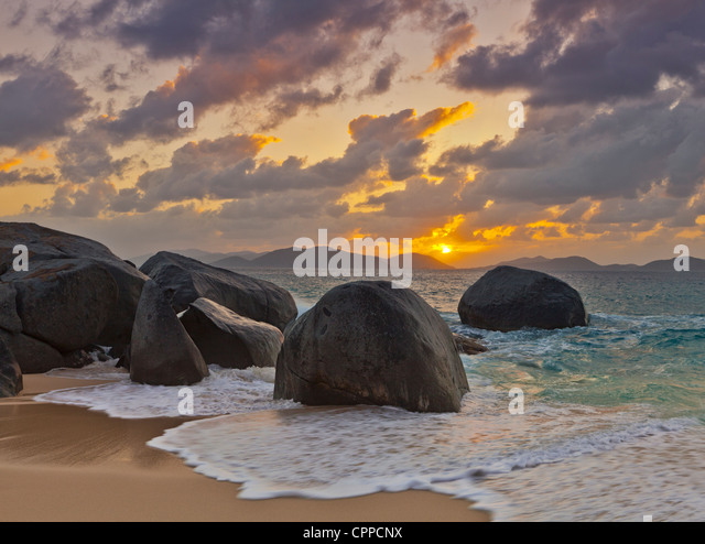 Virgin Gorda, British Virgin Islands, Caribbean Boulders awash in the surf of Little Trunk Bay near the Baths at - Stock-Bilder