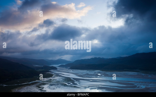 Daybreak over the Mawddach Estuary near Snowdonia National Park Wales, - Stock-Bilder
